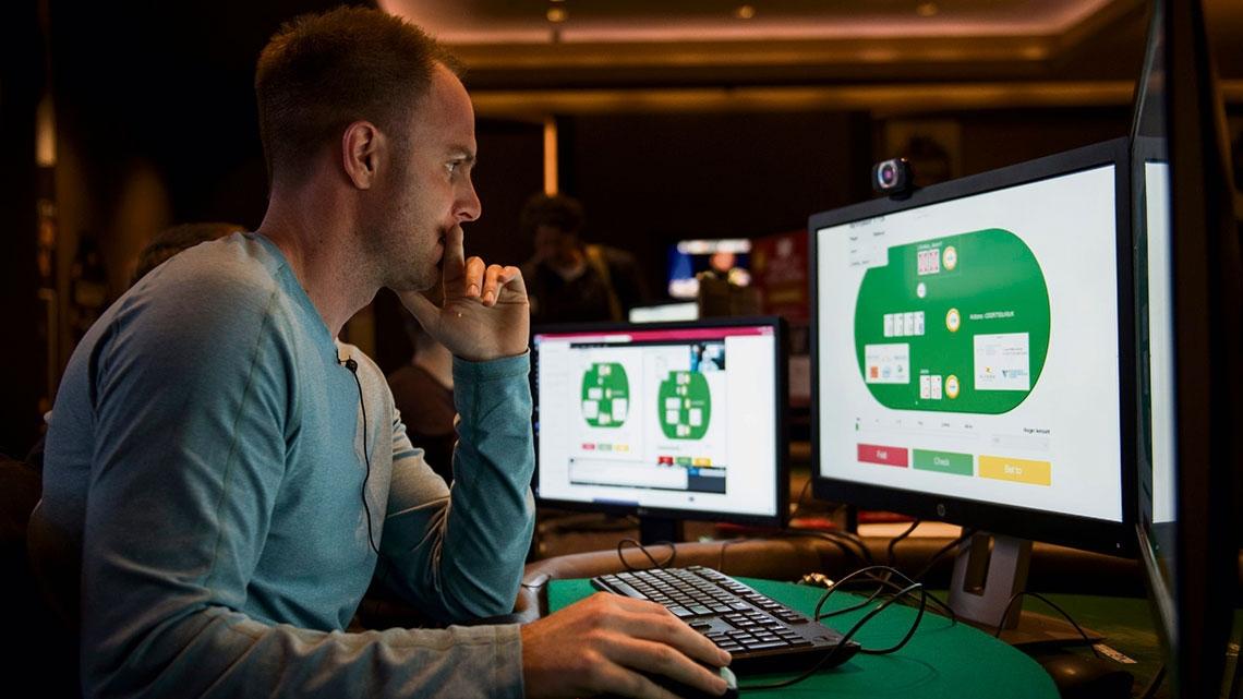Máquina vence humanos no poker pela primeira vez