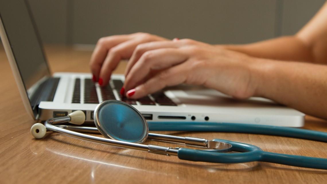 Pacientes confiam mais em prestadores de cuidados de saúde que investem na experiência