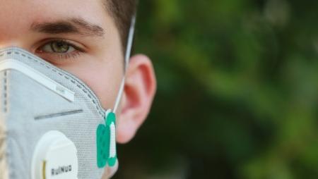 COVID-19: Fotografias com máscaras utilizadas para melhorar reconhecimento facial
