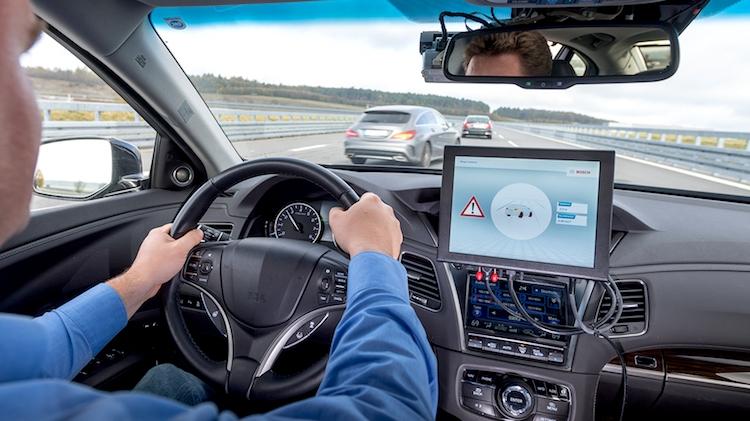 Nova tecnologia permite comunicação entre carros inteligentes
