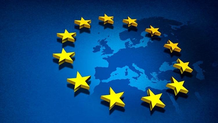 UE sobe a idade legal para acesso aos Social Media