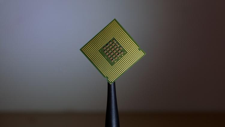 Comissário europeu vai encontrar-se com fabricantes de chips
